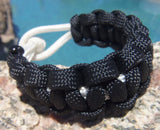 Handtied Para cord Survival Bracelet made White and Black Unique Gift Dad Sports Fan Brother Father's Day Fishing Camping Hunting Climbing