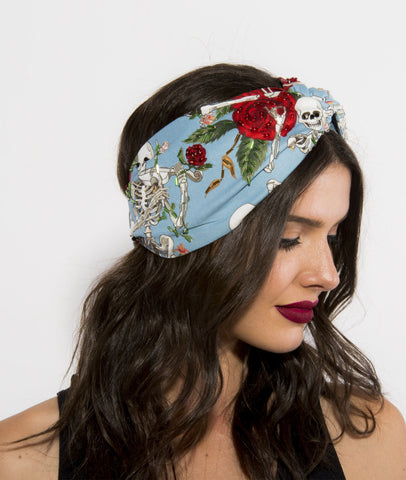 Turbante Celeste Calaveras Bordado