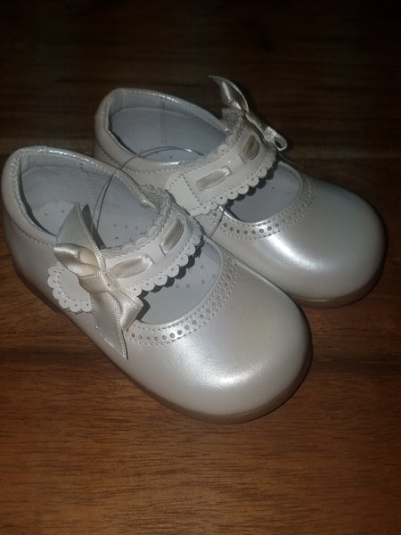 MARY JANE WHITE BOW SHOES SIZE 20(5) #525WHS