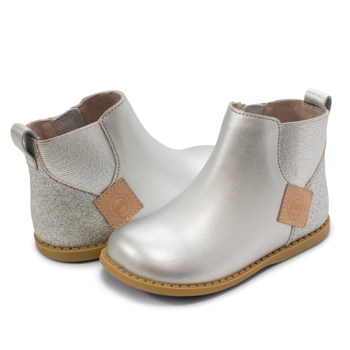 LIVIE & LUCA WINK BOOT IN SILVER METALLIC