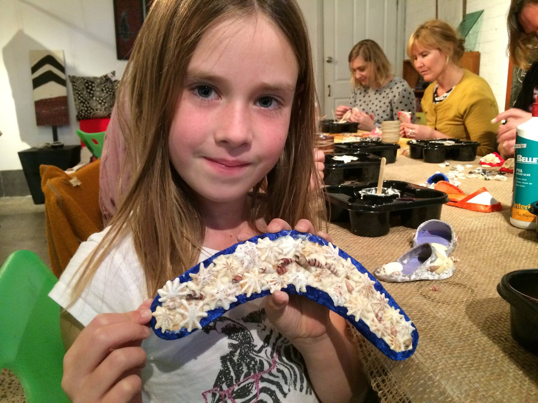 Make a boomerang shellwork with Auntie Esme and Marilyn