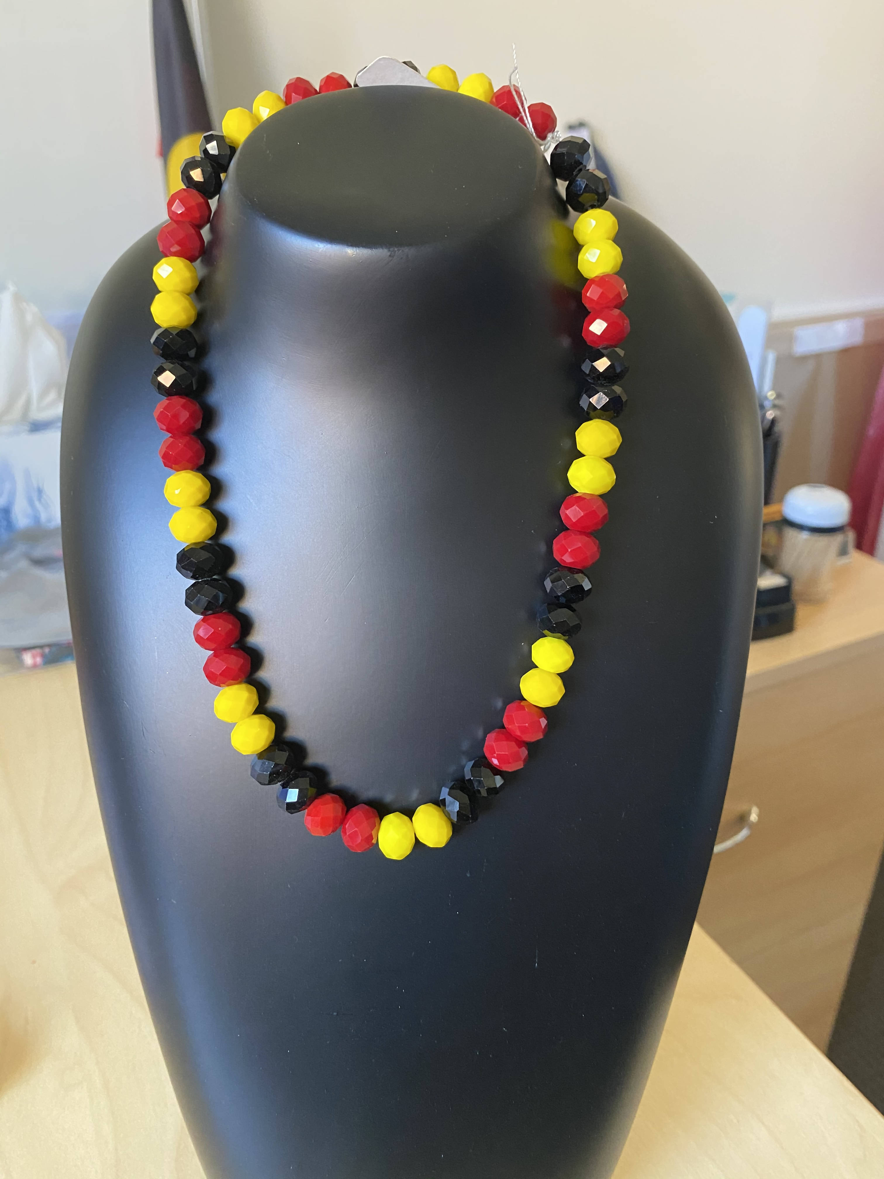 Acrylic Faceted Necklace 10mm beads (short)