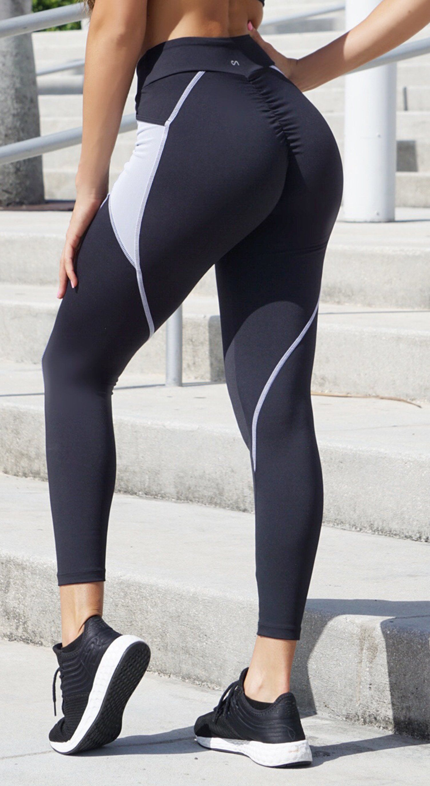 Brazilian Workout Legging - Scrunch Booty Stash Pocket Leggings Black & White