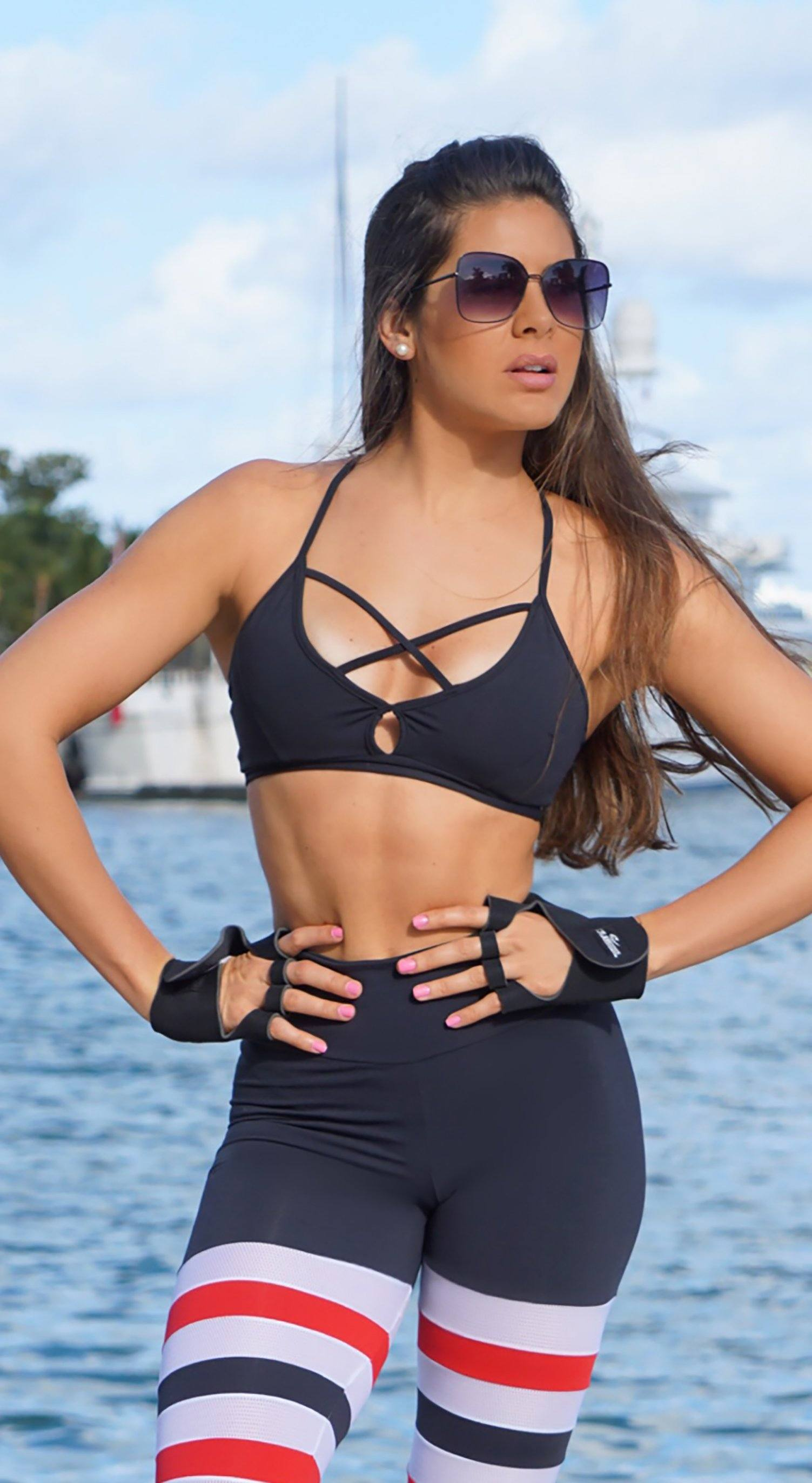 Sports Bra - Glamorous Stripes Black