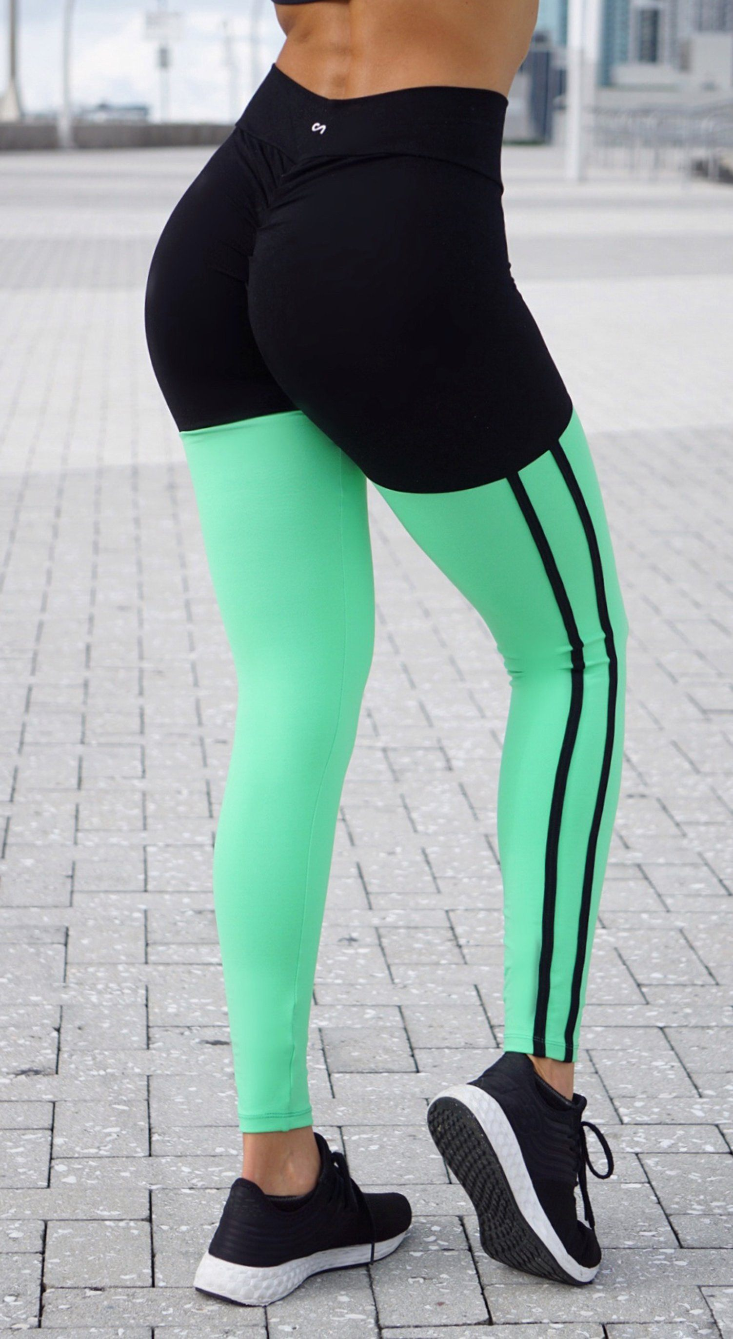 Brazilian Workout Legging - Scrunch Booty Socks Leggings Black & Avocado Green
