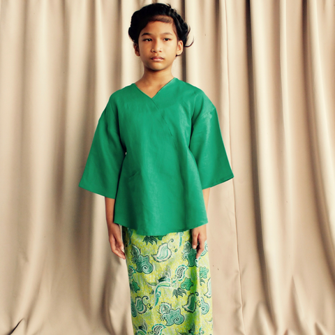 Kenari Dropped Shoulder Set for Girls in Green & Batik