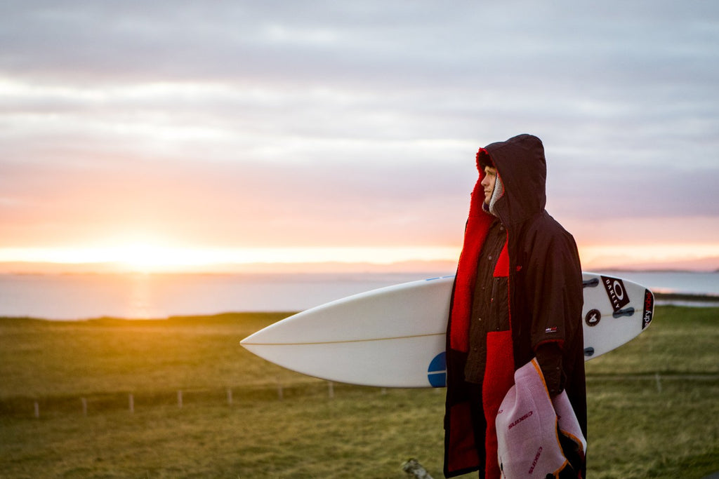 UK freesurfer Oli Adams renews ambassador relationship with dryrobe
