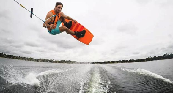 3 x European Wakeboarder of the Year David O'Caoimh joins dryrobe