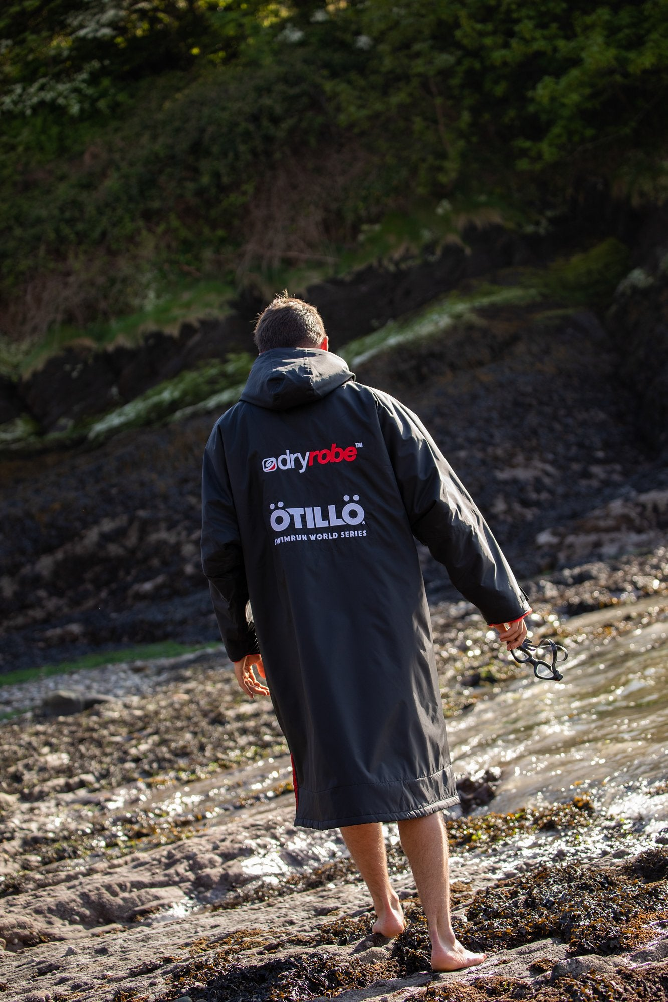ÖTILLÖ Race Swimrun dryrobe shot from behind