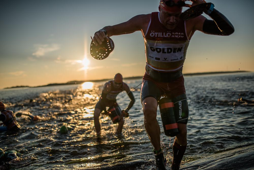 Swimrun team getting out of the water at ÖTILLÖ Race