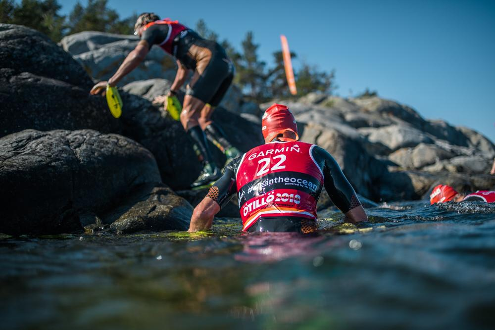 ÖTILLÖ Race Swimrun team getting out of the water