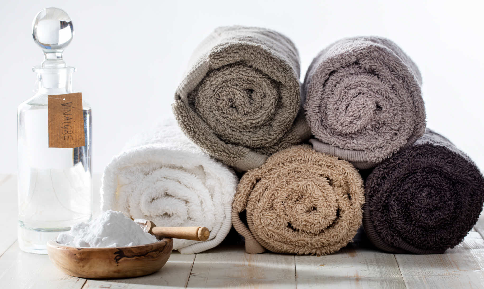 Reviving bath towels with baking soda and distilled vinegar