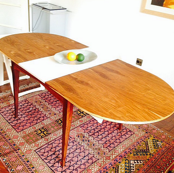 Bowtie dining table, Oval