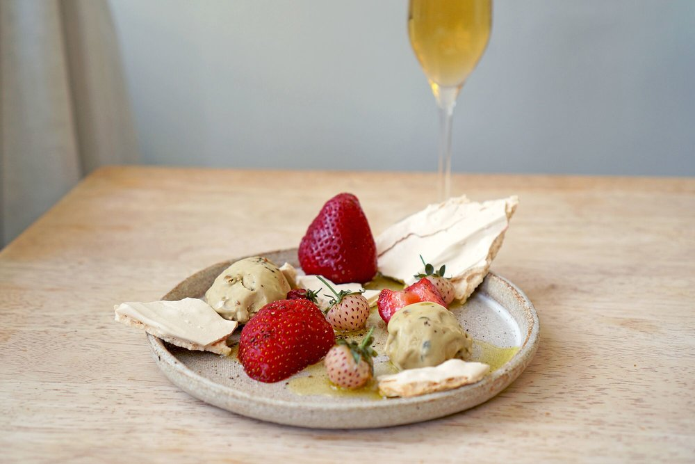 WINE & FOOD KILLERS: L'Austral Jolie Brise Blanc 2017 and Strawberries & Meringue with Pistachio Gelato, Olive Oil & Sichuan Pepper