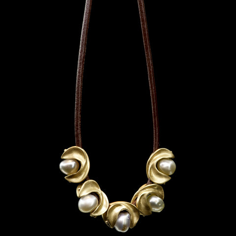 rosette holder necklace