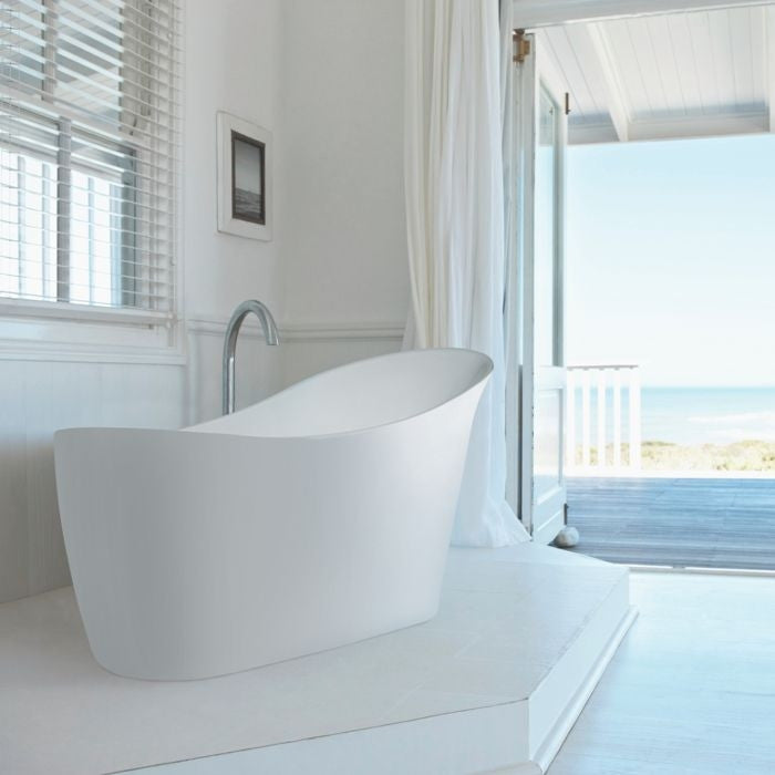 Slipp Freestanding Bath