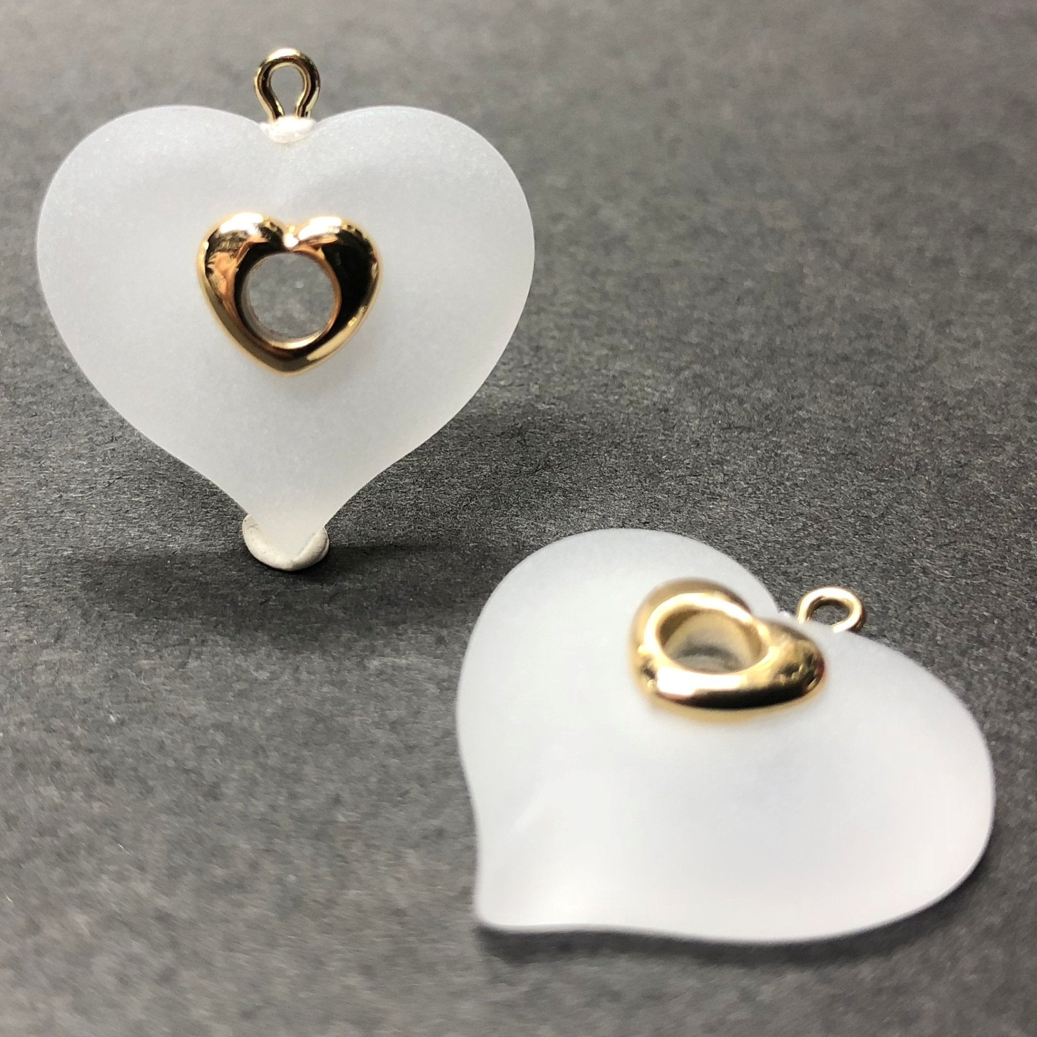 22MM Crystal Mat Acrylic With Gold Rim Heart Drop (24 pieces)
