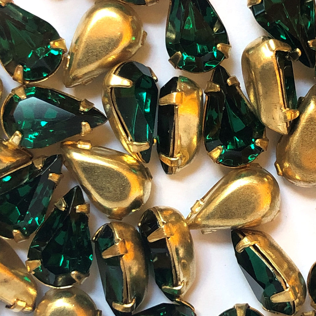 10X6MM 4-Prong Set Pear Emerald/Brass (36 pieces)