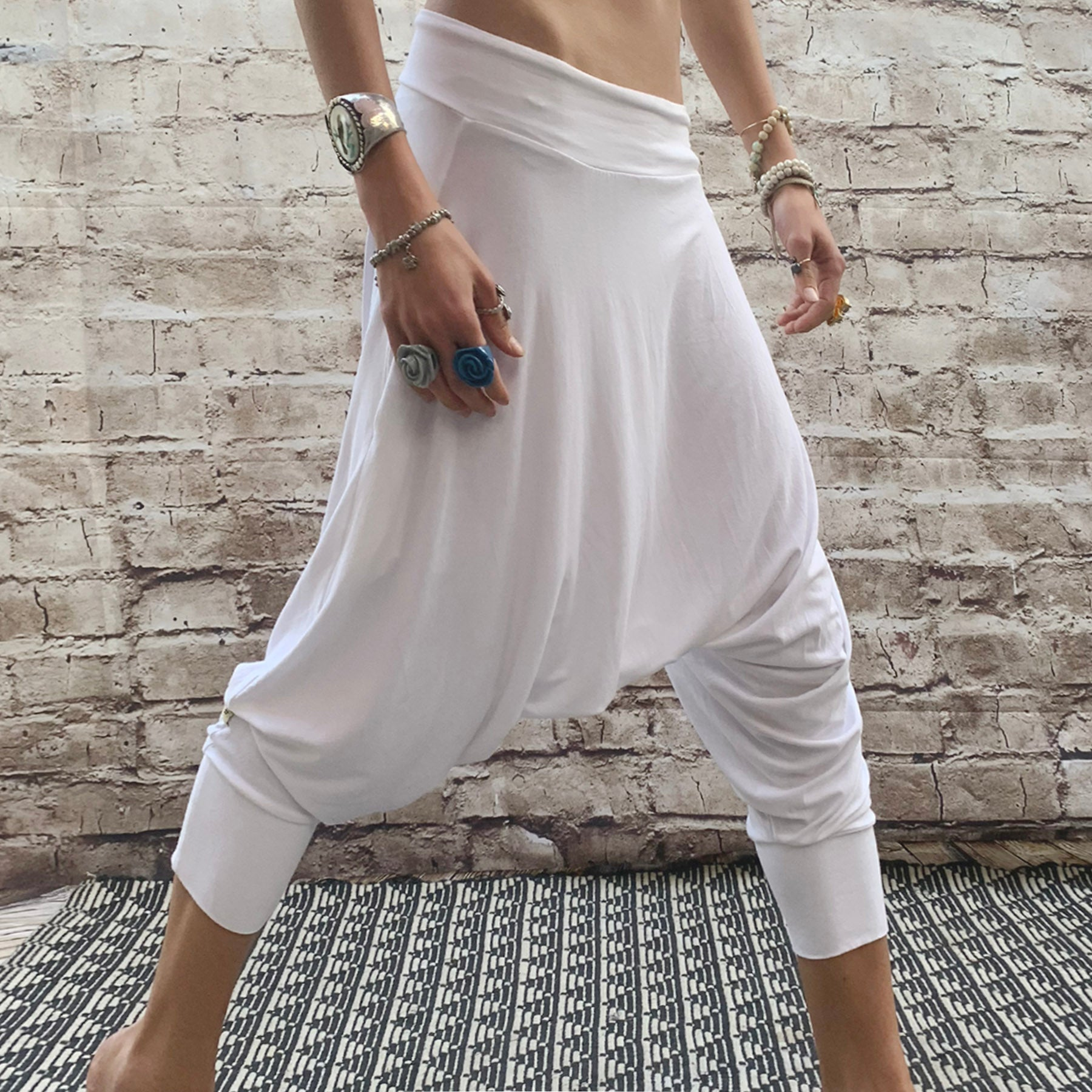 White | Dropcrotch Capri