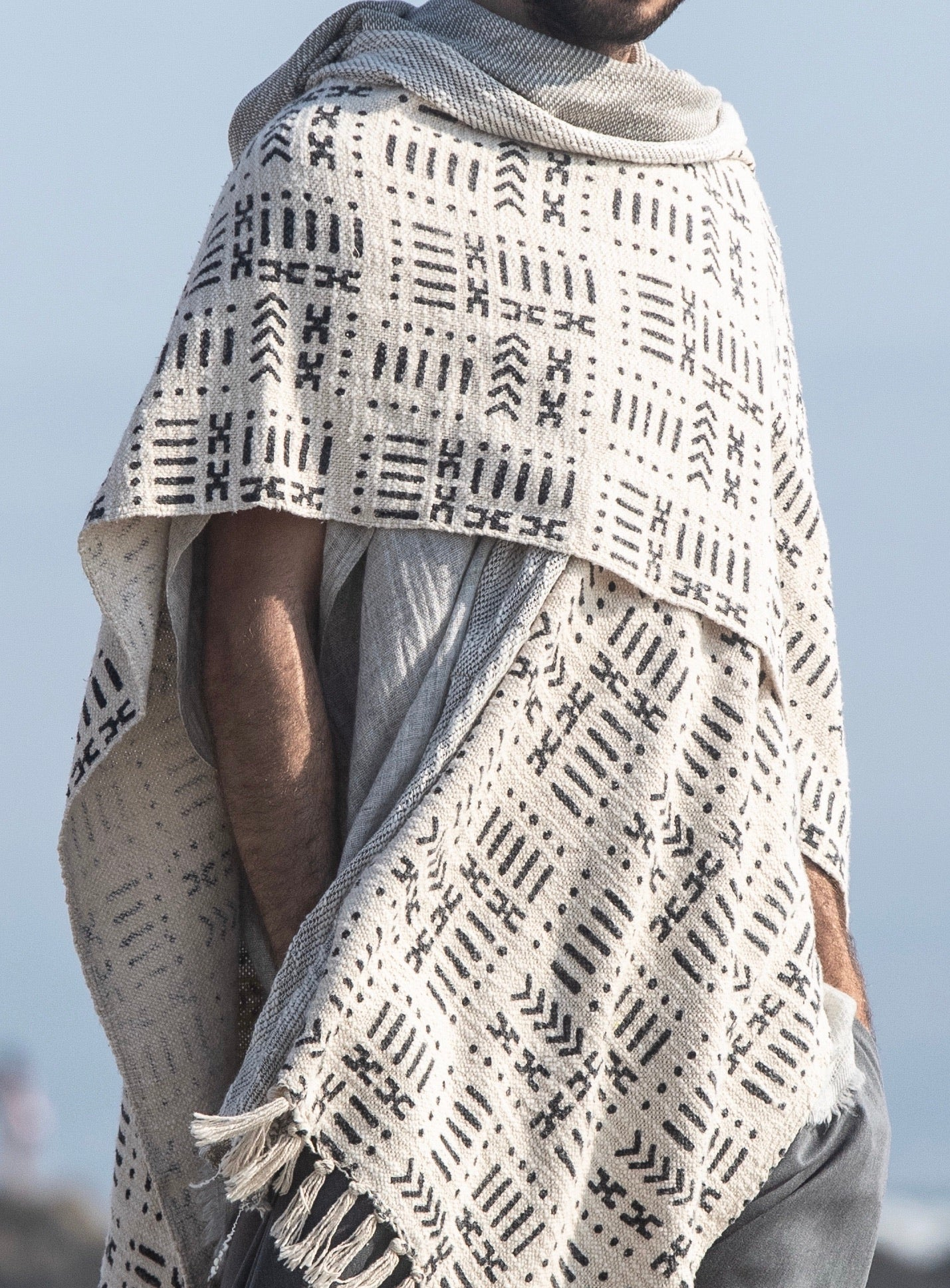 Viento | Nomad Cape | Him