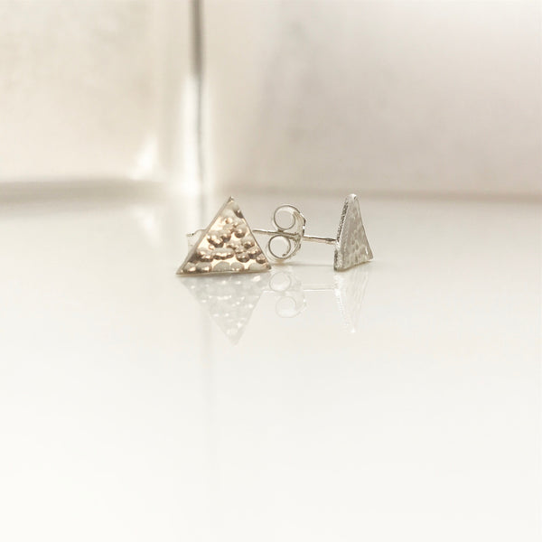 Hammered Triangle Studs -/#THE2