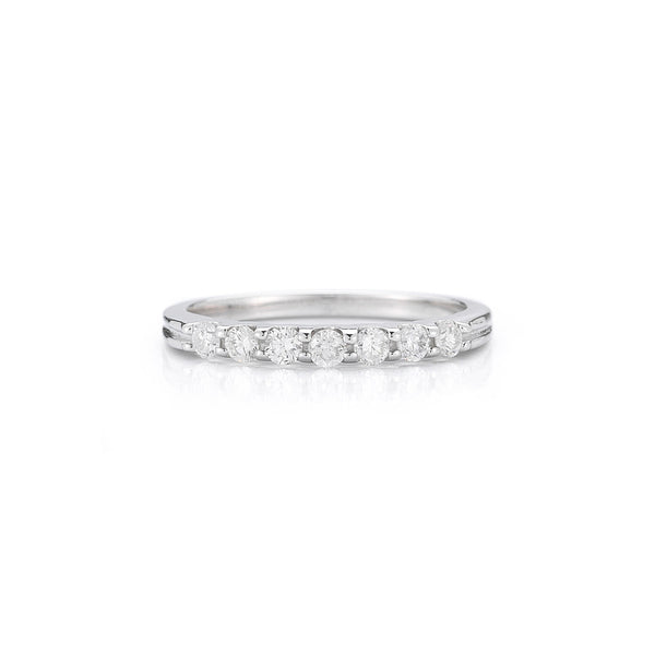 The Seven Stone Round Diamond Ring with Grooves