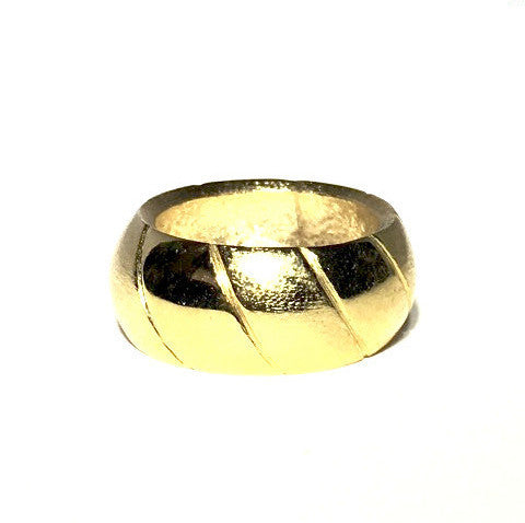 Slanted stripes ring