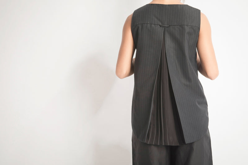 Open Pleated Back Vest
