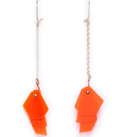 Earrings gold chain & acrylic glass fluo orange layers