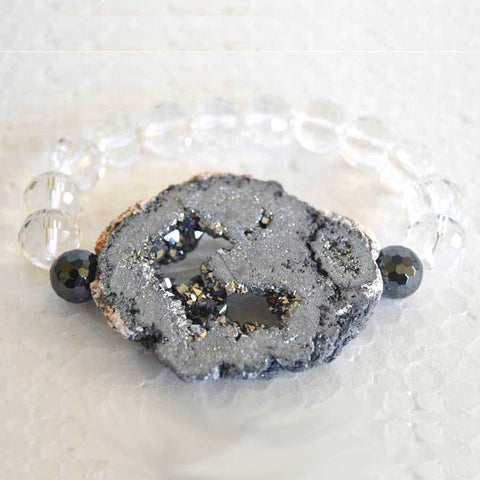 Clear Crystal Bracelet with a Quarzt Druzy Pendant