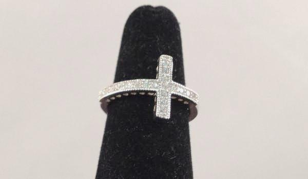 Large Sideways Cross Ring