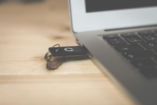 USB flash drive a James Bond everyday carry item