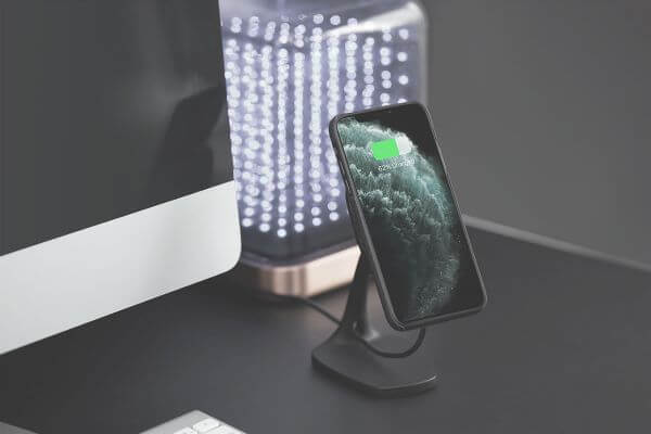 Magnetic wireless charger saves the hassle of damaged charging cable and port