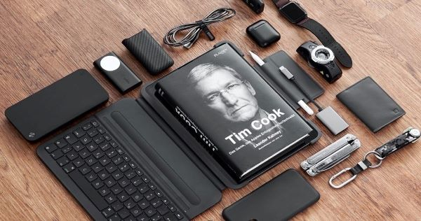 Tim Cook minimalist charger