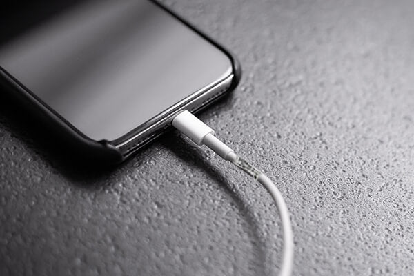 Damaged charging unit makes iPhone overheating