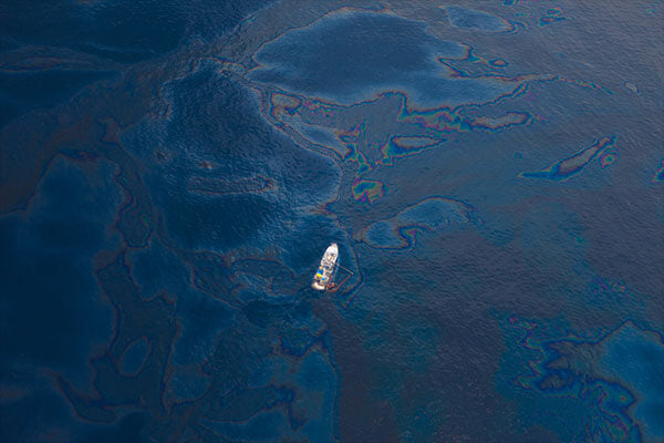 using magnets to clean up oil spills