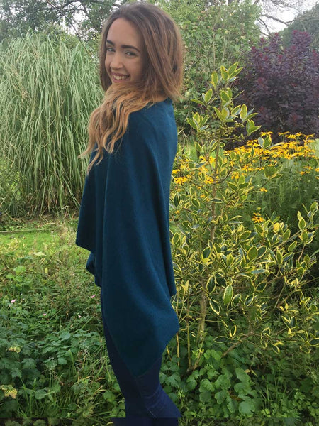Cashmere & wool poncho in teal