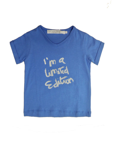 "V-collar T-shirt ""I am a limited edition"" - Tendre Deal"