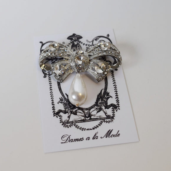 Brooch - Crystal Bow with Pearl