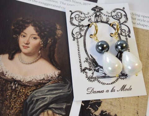 Shell Pearl Double Stone Teardrops - Black and White