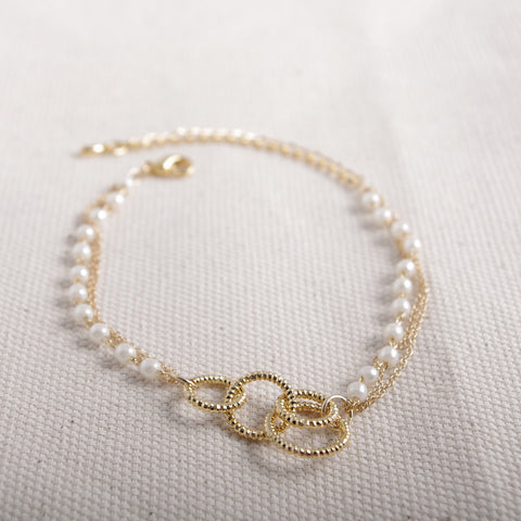4 Gold Rings Bracelet in Pearl Bead Chain