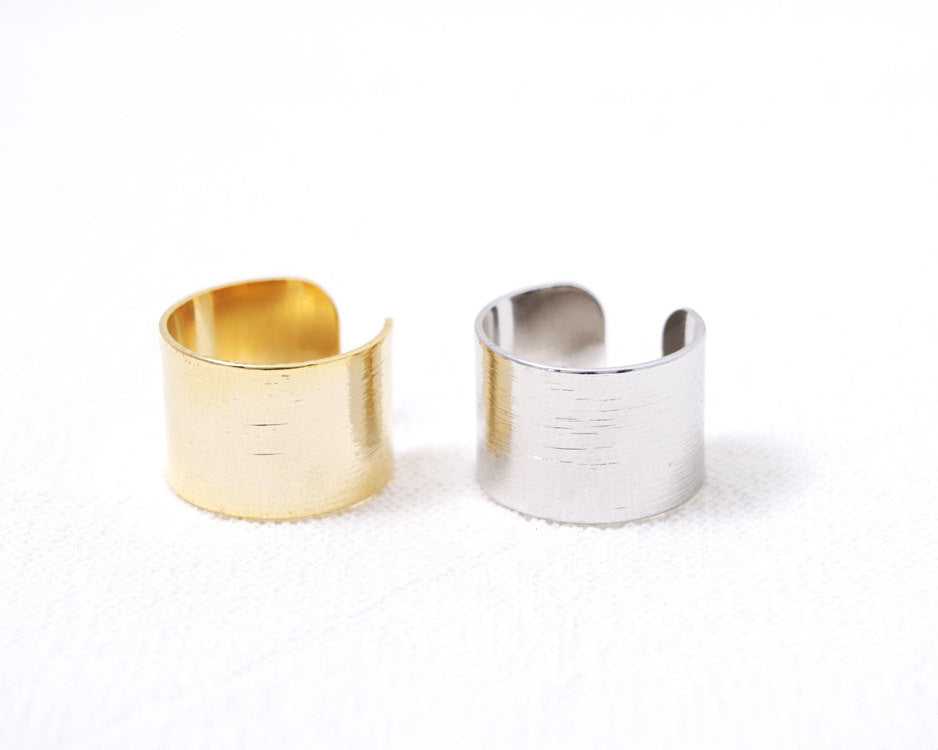 Wide brushed Band Ring