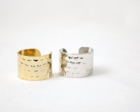 Wide Hammered Band, Knuckle Ring