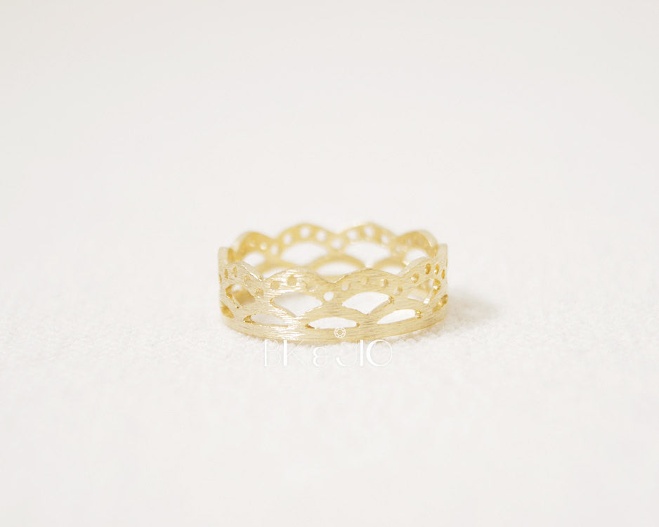Lace Crown Band Ring