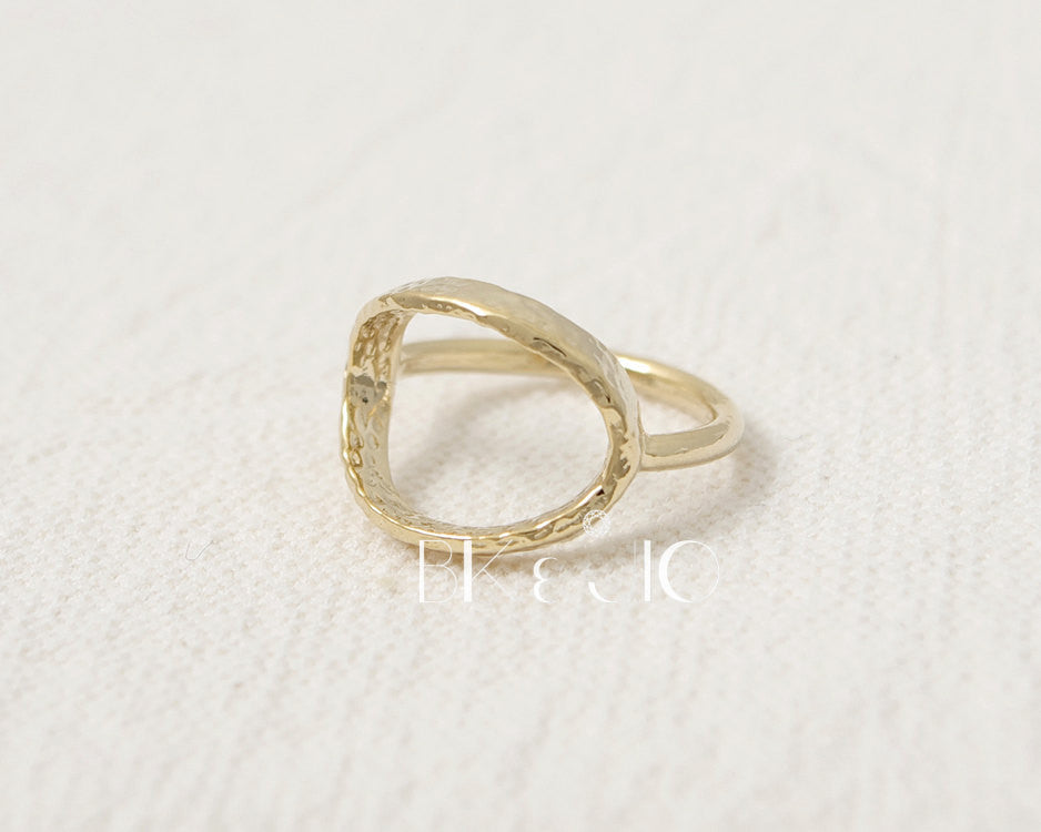 Hammered Open Oval Ring. Horizontal Oval