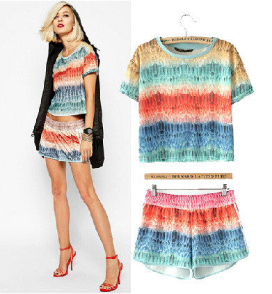 Stylish Round-neck Short Sleeve Feather T-shirts Shorts Set [5013145604]