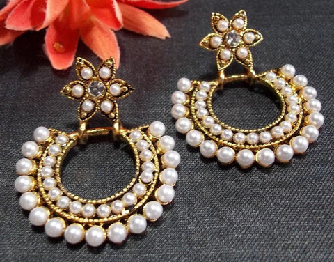 Golden and Off White Color Earring - SMCE75