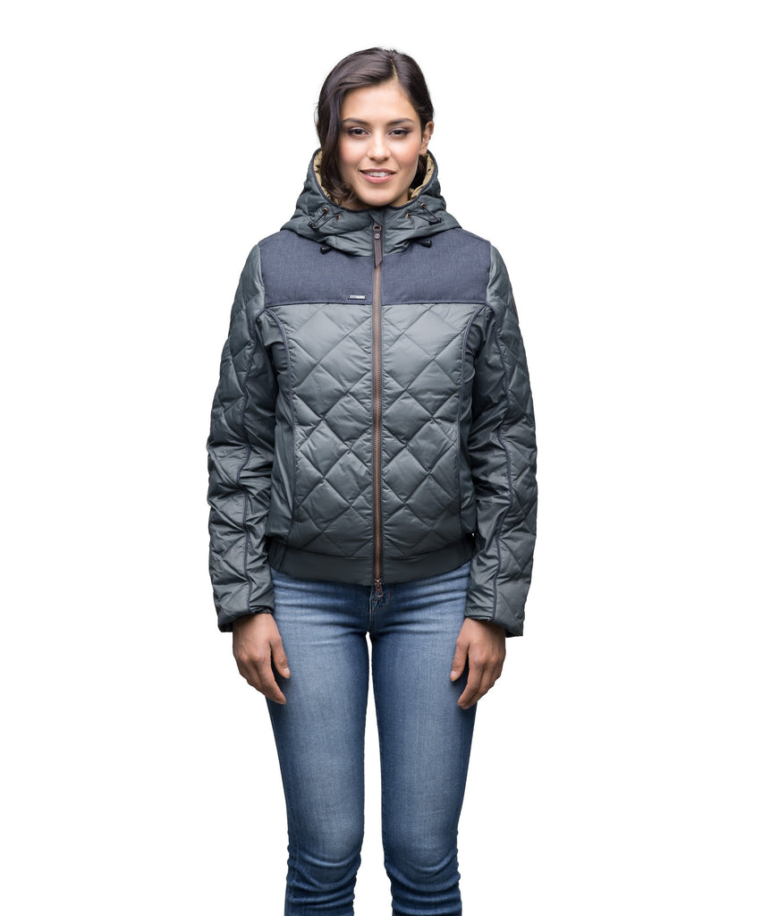 Lightweight women's jacket with hood and quilted pattern featuring a contrasting upper fabric in Foggy Blue| color