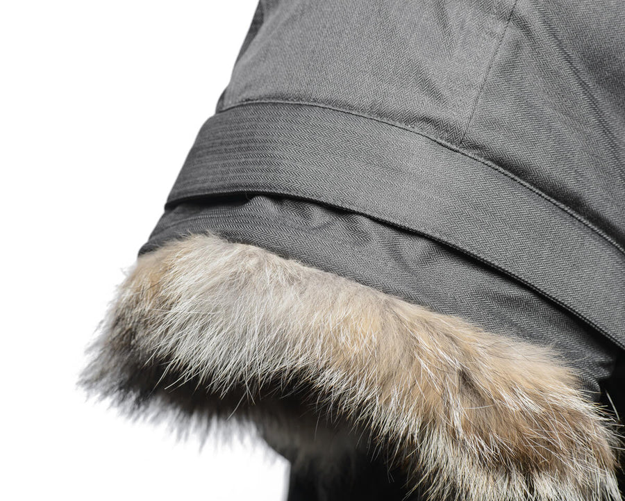 Removable coyote fur ruff with mouldable in-hood framing wire.