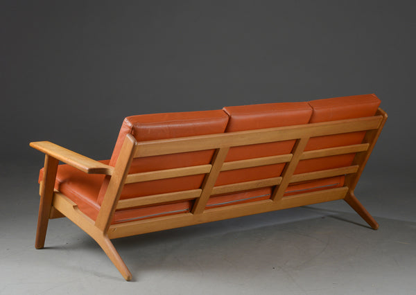 Hans Wegner Model GE-290/3 Oak Sofa with Leather upholstery
